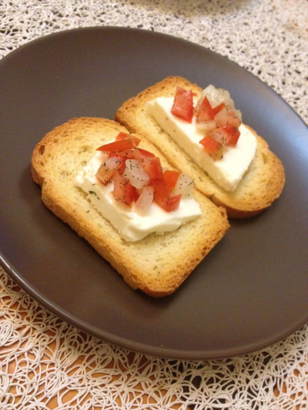 Tostas de queso fresco y pico de gallo