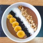 Smoothie Bowl de cacao y mango